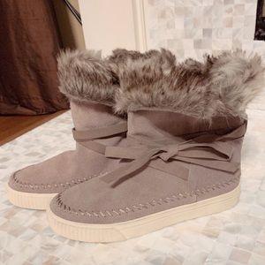 TOMS Shoes Vista Desert Suede Faux Fur- new
